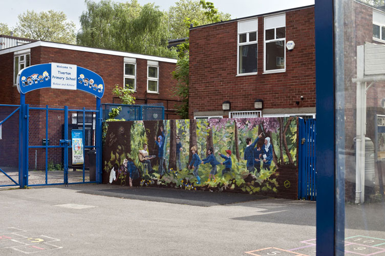 Tiverton Primary School commission new mural